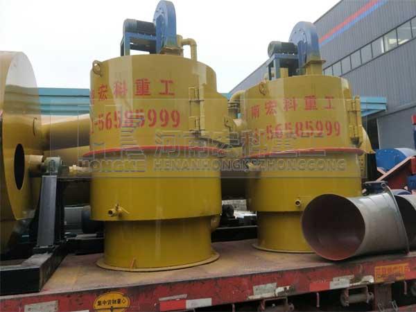发往老挝的两套Φ1000×7米鸡粪烘干机装货现场