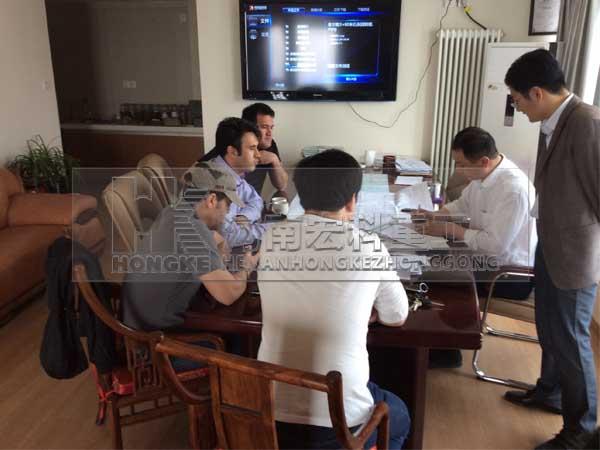 伊朗客戶考察海綿鐵回轉窯設備交談現場