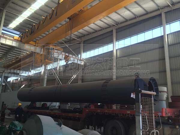 发往甘肃嘉峪关1.5mx15m氧化铁回转窑发货现场