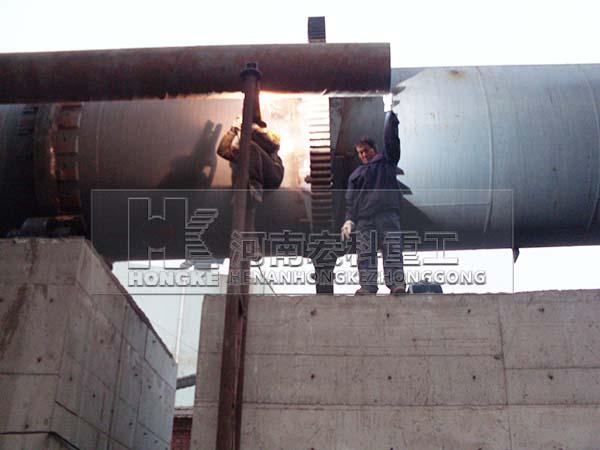 大型石灰窑图片