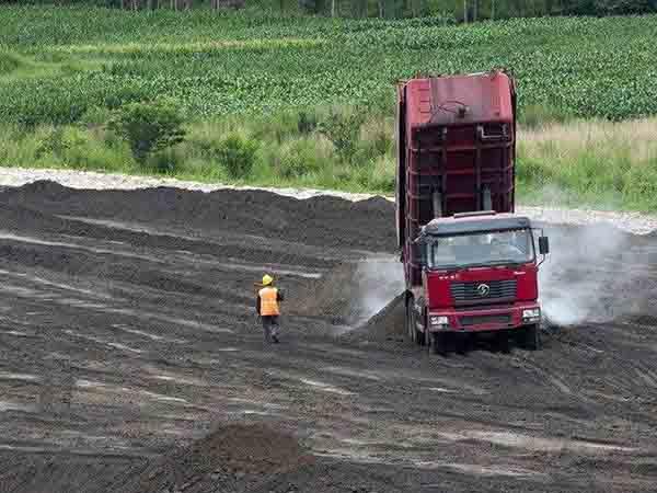 粉煤灰飘落到附近麦田,影响麦田面积十余亩